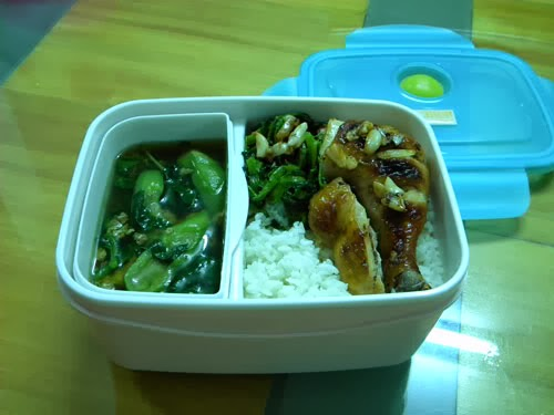 Khay nhựa đựng thức ăn