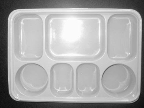 Khay nhựa nhiều ngăn đựng bánh